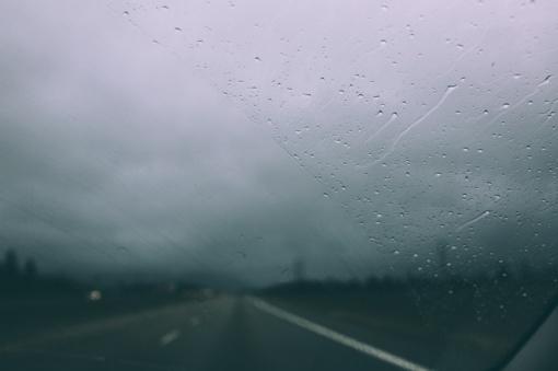 Lietuvoje eismo sąlygas sunkina plikledis ir juodasis ledas
