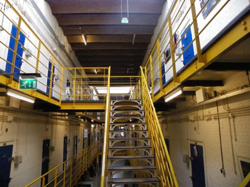 Prancūzijoje kalėjimų kamerose atsiras laidiniai telefonai