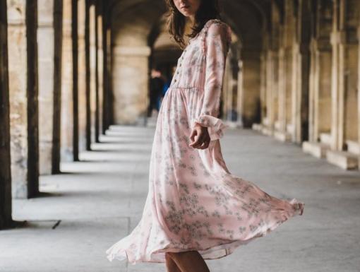 Stilinga išlikti galima ir tą pačią suknelę vilkint kelis kartus