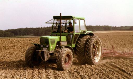 Nuteisti pataisos namuose traktorius pardavinėję asmenys