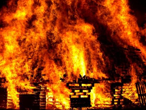 Vilniuje degė apleistas namas