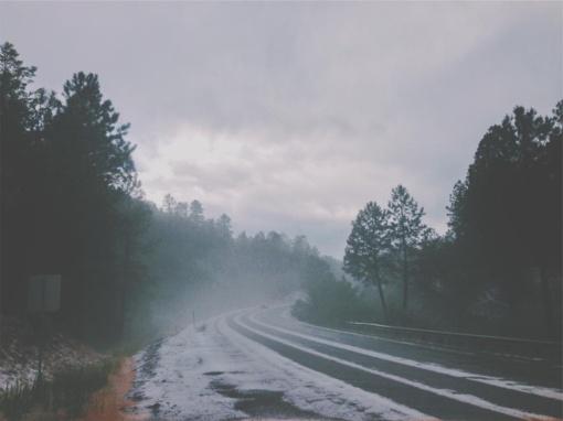 Eismo sąlygas sunkina rūkas, matomumas sumažėjęs ir vietomis siekia iki 50 metrų