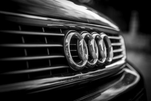 Audi vairuotojas partrenkė moterį ir pasišalino iš įvykio vietos