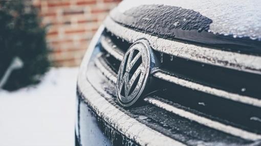 Paspaudus šaltukui: 7 patarimai, kaip ryte užvesti automobilį