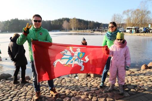 Druskininkuose Laisvės gynėjų diena paminėta simboliniu bėgimu aplink Druskonio ežerą