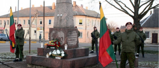 Laisvės gynėjams Kalvarijoje degė Atminties laužas (FOTO)