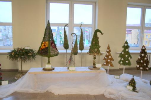 """Apdovanoti parodos – konkurso """"Žiemos puokštė"""" ir kalėdinės aplinkos kūrimo konkurso nugalėtojai"""