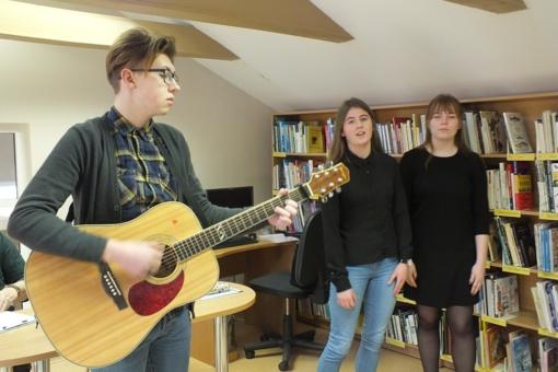 """Ignalinos viešojoje bibliotekoje vyko konkurso – parodos """"Cheminis krūmas"""" baigiamasis etapas"""