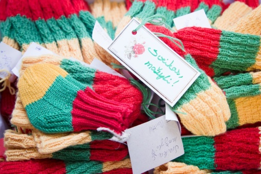 Panevėžiečiai kviečiami megzti trispalves kojinaites naujagimiams