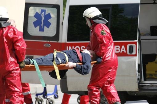 Ugniagesiai gelbėjo į duobę įkritusį vyrą
