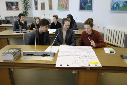 Mokiniai aptarė Lietuvos valstybės atkūrimo 100-mečiui skirtus renginius