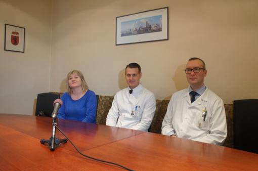 Šiaulių ligoninėje – pirma kelio sąnario kremzlės plastika skystu implantu
