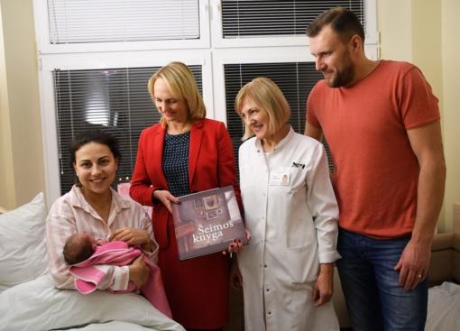 Trakuose gimę mažyliai sveikina Lietuvos šimtmetį