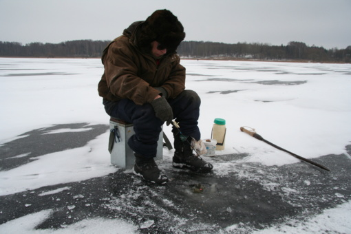Specialistai įspėja – ant ledo žengti vis dar derėtų itin atsargiai (vaizdo medžiaga)