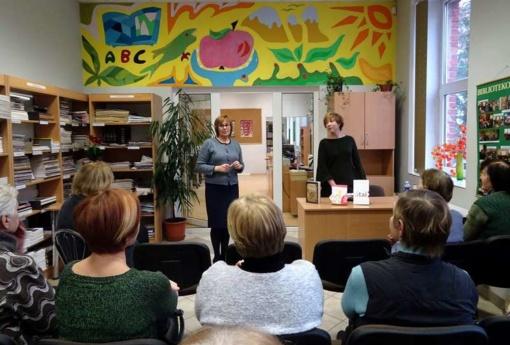 Pumpėnuose įvyko susitikimas su poete Agne Žagrakalyte