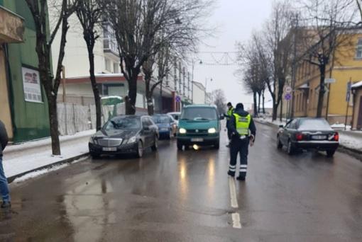 Neramus eismo dalyvių savaitgalis Telšių apskrityje: 4 girti, 3 be teisės vairuoti, aibė pėsčiųjų pažeidimų
