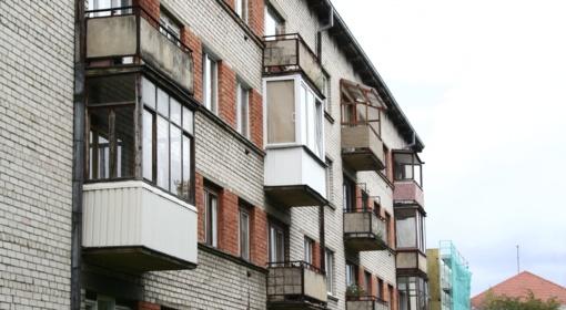Socialinių būstų gyventojams teks plačiau praverti ir taip liesokas pinigines (vaizdo reportažas)