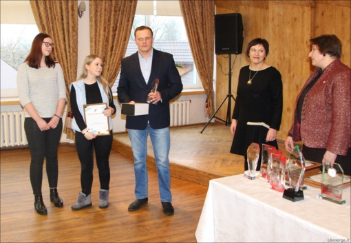 Ukmergės Jono Basanavičiaus gimnazija sulaukė apdovanojimo (nuotraukų galerija)