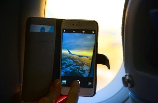 Ilga kelionė lėktuvu: ką veikti, kad ji neprailgtų?