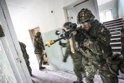 NATO   bataliono kariai treniruojasi  Kazlų Rūdos poligone