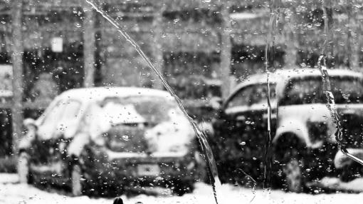 Didžiojoje šalies dalyje eismo sąlygas sunkina plikledis