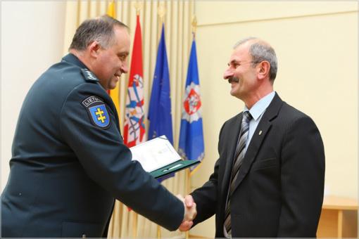 Lietuvą gynusiam armėnui įteiktas policijos ženklas