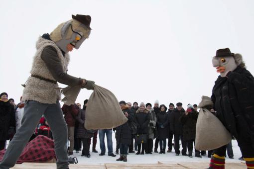 Šiauliečiai pasistengė: baisiai gražios Morės ir persirengėliai išvarė žiemą