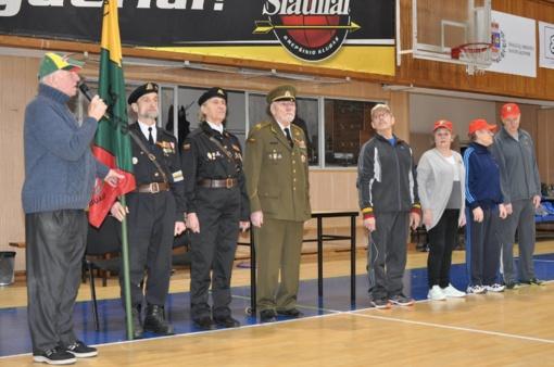 Šiaulių veteranai sportiškai pažymėjo Lietuvos valstybės atkūrimo 100 metų jubiliejų