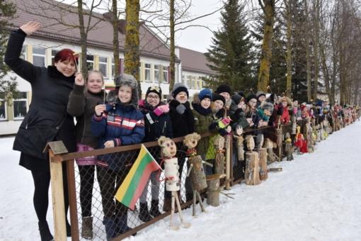 Utenos Aukštakalnio pradinės mokyklos bendruomenė sveikina Lietuvą