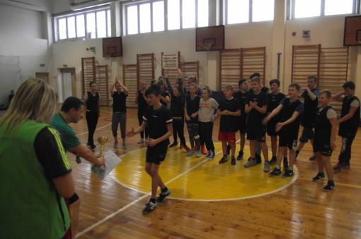 """Dainų progimnazijos 5-6 klasių komanda – """"Drąsūs, stiprūs, vikrūs"""" estafečių nugalėtoja"""