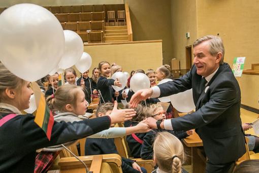 Beveik 200 vaikų Seime balsavo už vaikystę be smurto