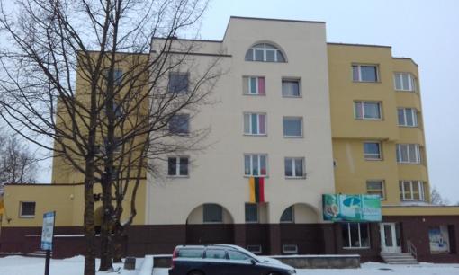 Trispalvėmis puošiasi Šiaulių daugiabučių namų gyventojai