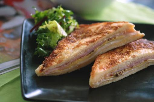 Savaitgalio receptas – kepti sumuštiniai su kalakutiena ir sūriu