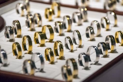 Nustatytas vyras, socialiniame tinkle neteisėtai prekiavęs juvelyriniais dirbiniais