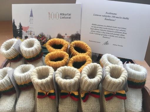 Pasveikinti per Lietuvos jubiliejų gimę kūdikiai