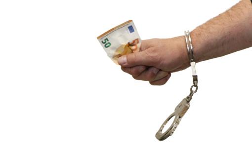 Klaipėdos pareigūnai tą pačią dieną sulaikė senjorę apgavusį sukčių