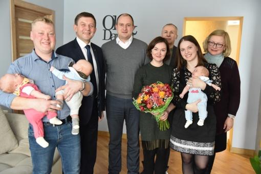 Pasveikinta trynukų susilaukusi šeima