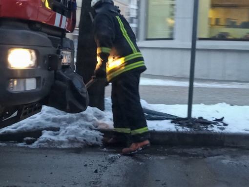 Po avarijos teko valyti gatvę