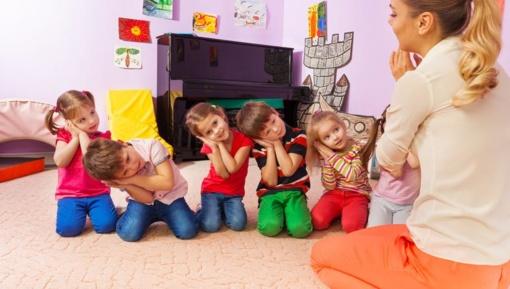 Valstybės institucijose svarstoma įrengti vaiko kambarius