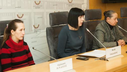D. Šakalienė: valstybė vietoje pagalbos iš moters atima vaikus