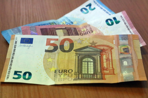 Seimas pritarė aiškesnėms ligos išmokų mokėjimo sąlygoms izoliacijos metu