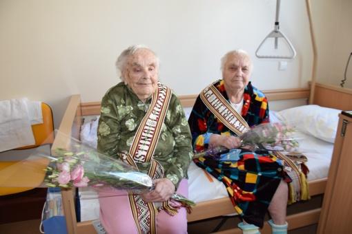 Jubiliejų sutiko vienos vyriausių dvynių Lietuvoje (fotogalerija)