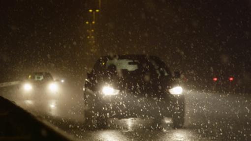 Naktį eismo sąlygas sunkins snygis