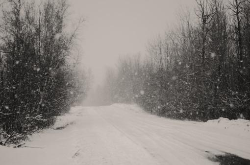 Keliuose yra slidžių ruožų, būkite budrūs
