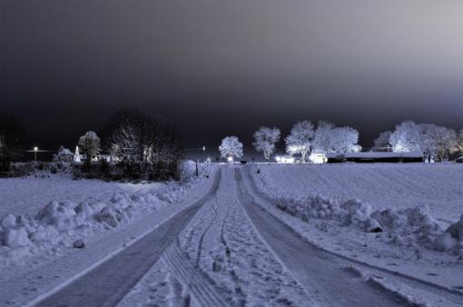 Naktį eismo sąlygas sunkins snygis, plikledis ir rūkas