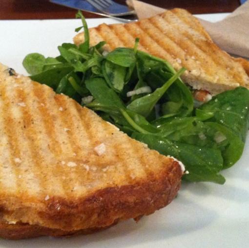 """Savaitgalio receptas: prancūzo """"pusbroliai""""– kepti sumuštiniai su kalakutiena ir sūriu"""