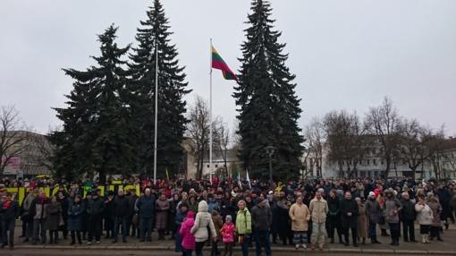 Šiauliuose – iškilmingas trispalvės žygis ir partizanų pagerbimo ceremonija (vaizdo įrašas)