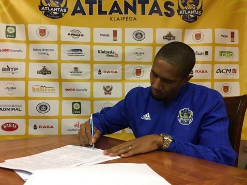 """Uostamiesčio """"Atlanto"""" futbolo klubas pasirašė sutartį su krašto gynėju – 32-ejų brazilu Leandro da Silva"""