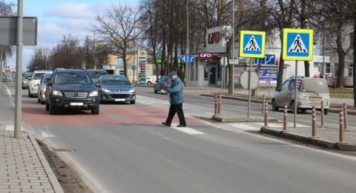 Pirmadienio kelių būklė ir eismo sąlygos