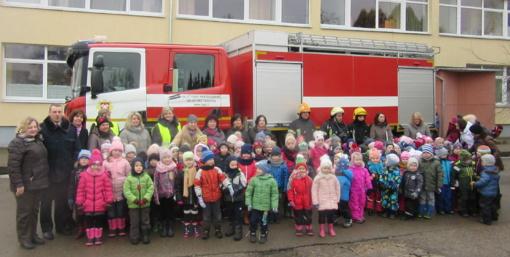 """Plungės lopšelyje - darželyje """"Vyturėlis"""" vyko mokomosios-edukacinės priešgaisrinės ir civilinės saugos pratybos"""